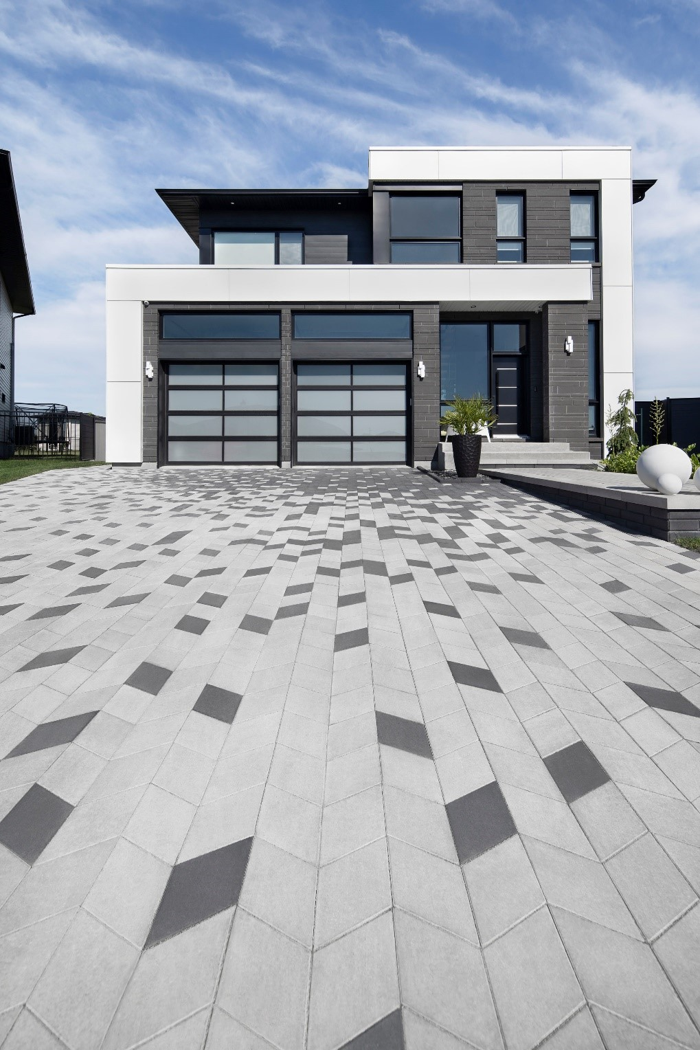 Diamond paver in Greyed Nickel and Onyx Black