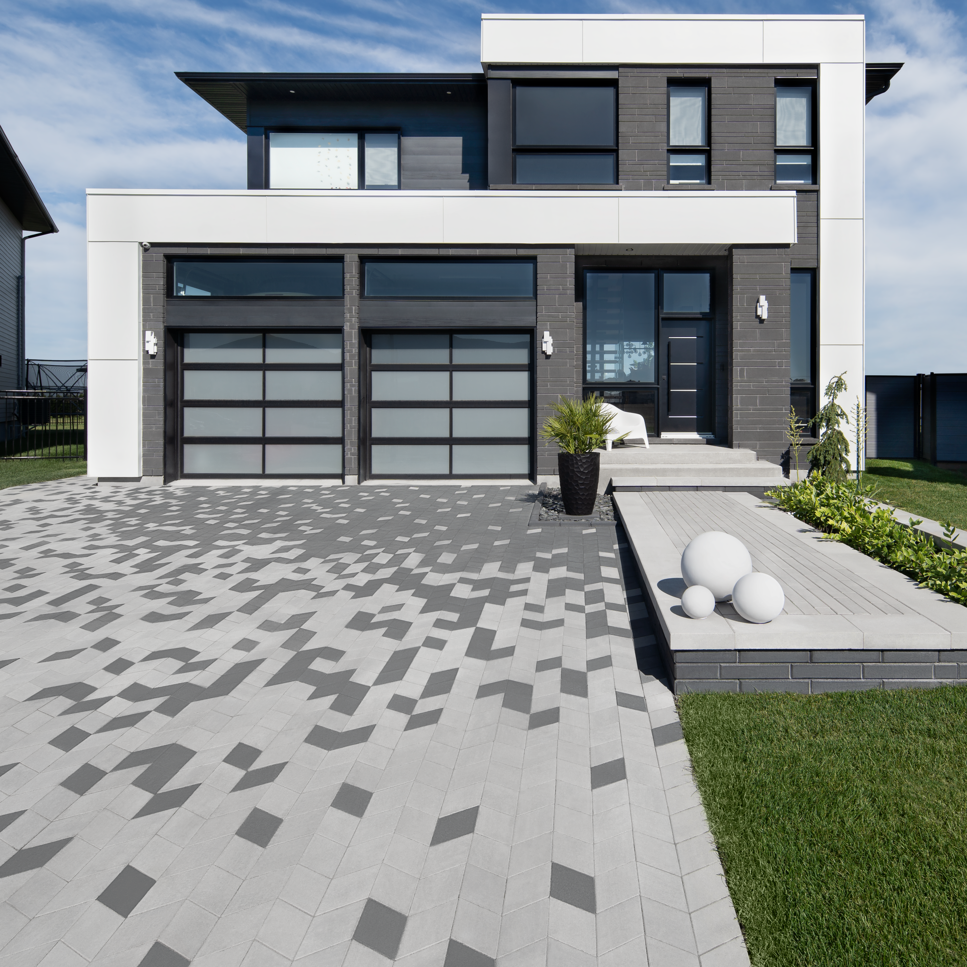 Diamond paver in Charcoal and Greyed Nickel