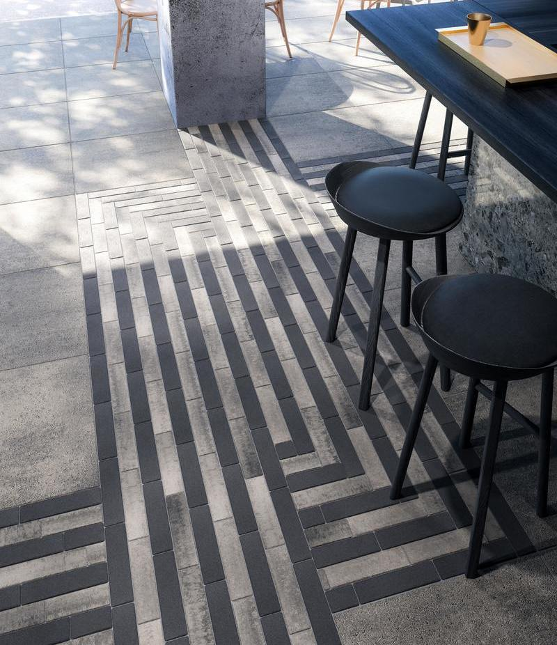 Pavers : Westmount in Onyx Black and Industria in Shale Grey